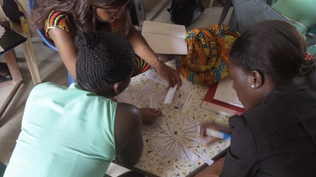 Trainees using the literacy wheel (1024x576)